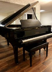 Yamaha C3 Grand Piano Polished Ebony